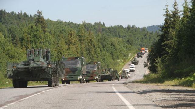 Колона військової техніки в Мукачево