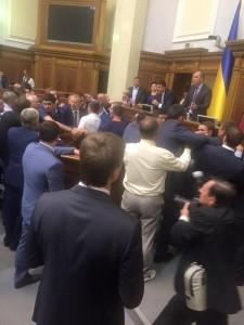 Бійка під час голосування за арешт Мосійчука